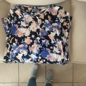 Cute and cool summer top. Floral print
